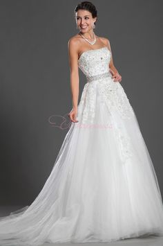 Romantic wedding, white wedding dress, cchappiness make your wedding more memorable.