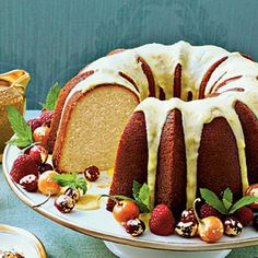 Robert E. Lee Bundt For a different twist on the General's favorite cake, try this moist and lemony Bundt recipe. It has its origins in an 1879 cookbook titled Housekeeping in Old Virginia.