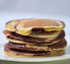 All the pancake recipes you need for Pancake Day including sweet and savoury toppings from classic lemon & sugar crêpes to rainbow pancakes. Pancake Bites, Pancake Day, Breakfast Party Foods, Breakfast Recipes, Pancake Recipe Bbc, Japanese Idol, Dessert Dishes, Desserts, Healthy Groceries