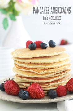 American pancakes - cuisine and drinks in French - Pancakes French Pancakes, Breakfast Pancakes, Dessert Drinks, Dessert Recipes, Pate A Pancake, Pancakes Leger, Dessert Minute, Donuts, Waffles