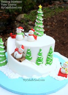 christmas cake Learn to make an adorable winter-themed snowman cake with carved cake slope in this Sledding Snowmen Cake Tutorial by My Cake School! Christmas Cake Designs, Christmas Cake Decorations, Christmas Sweets, Holiday Cakes, Christmas Baking, Xmas Cakes, Fondant Christmas Cake, Christmas Recipes, Chrismas Cake