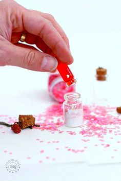Love Potion: DIY a mini necklace set of Love Potion that really explodes with Love! Adorable, fun craft for best friend or spouse Diamond Bar Necklace, Emerald Necklace, Diy Necklace, Mason Jar Crafts, Mason Jar Diy, Mini Bottles, Birthday Gifts For Her, Graduation Gifts, Bridesmaid Gifts