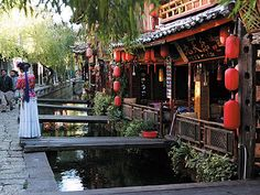 Lijiang City in northwest Yunnan with Lijiang Ancient Town as its travel highlights is a hot tourist destination for those who travel to Yunnan Lijiang, Best Cities, Chinese Style, Where To Go, Old Town, Scenery, Tours, China, Explore