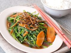 Stir-fried Spinach with Crispy Ikan Bilis Having a plate of vegetables on the dinner table makes a home-cooked meal taste both wholesome and healthy. This is one of the vegetable dishes I cooked frequently because we really love Chinese spinach at home. I like to use either sharp or round spinach