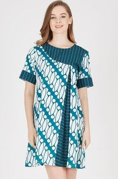 Chic Batik Outfits For Your Trend African Wear, African Dress, African Fashion, Blouse Batik, Batik Dress, Batik Fashion, Short Gowns, Ankara Dress, African Fabric