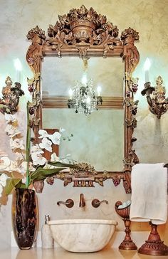 Powder room with gorgeous mirror Beautiful Mirrors, Beautiful Bathrooms, Trumeau, Vintage Mirrors, French Decor, Interiores Design, Interior And Exterior, Interior Modern, House Design