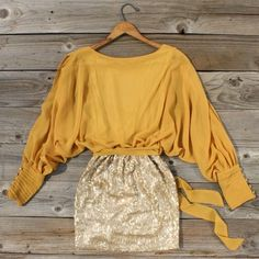 Sequined Autumn Dress--perfect for a MIZZOU game! Looks Style, Style Me, Mustard Yellow Dresses, Foto Fashion, Swagg, Playing Dress Up, Autumn Winter Fashion, Autumn Style, Passion For Fashion