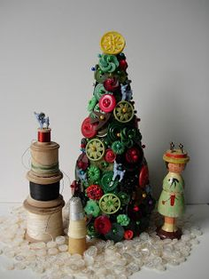 Button Tree - 29 Creative And Unusual DIY Christmas Tree Ideas Creative Christmas Trees, Diy Christmas Tree, Xmas Tree, Christmas Projects, All Things Christmas, Vintage Christmas, Christmas Holidays, Christmas Decorations, Christmas Ornaments