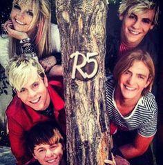 ❤️ Them proud member of R5 family