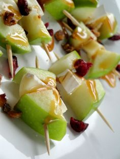 CARAMEL APPLE & BRIE SKEWERS 6 Full-Size Skewers or Multiple Toothpick-Size   2 Medium Green Apples, cubed 1 pkg (6 oz) Brie Cheese, cubed 1/2 Cup Hot Caramel Topping 1/2 Cup Macadamia Nuts (I used Candied Pecans) 2 Tbsp Dried Cranberries