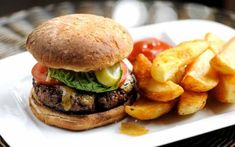 A truly mouth-watering homemade beef burger recipe from Matthew Tomkinson served with Stilton rarebit and burger sauce. A great barbecue or outdoor lunch burger Burger Recipes, Beef Recipes, Grilled Recipes, Cooking Recipes, Homemade Beef Burgers, Plancha Grill, Chunky Chips, Burger And Chips, Great British Chefs