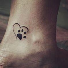 lindo trabalho ideal do @iurymartinstattoos pra quem ama os animais como eu! Sigam @tatuagemideal #tattoos #tattoos #tatuagem #tatuaje #tattooing #art #artist #arte #linda #perfeita #coraçao #dog #patinha #amor #delicada