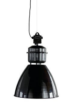 Stor industrilampe i sort lakeret aluminium fra House Doctor Ceiling Pendant, Ceiling Lamp, Pendant Lamp, Pendant Lighting, Ceiling Lights, House Doctor, Retro Lighting, Industrial Lighting, Innovation Living