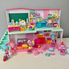 School's in session with Shopkins Happy Places! As a kid, what's more fun than playing school?