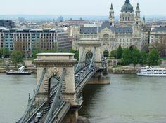 Budapeste - Hungria A Ponte Elizabeth (Erzsébet hid) é uma grande ponte suspensa e foi concluída em 1903. Ela tem o nome da Rainha Elisabeth, que foi imperatriz do império Austro-Húngaro