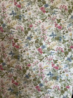 Cotton Curtains, Curtain Fabric, Cotton Fabric, Vintage Bags, Vintage Cotton, Linen Upholstery Fabric, Cottage Wallpaper, Vintage Curtains, Pink Flowers