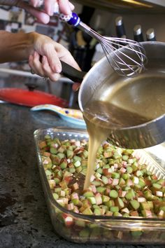 HOMEMADE RHUBARB CRUNCH RECIPE is part of Rhubarb desserts Thank the lord that rhubarb season is still going strong because making this Rhubarb Crunch recipe is one of my highlights during the summe - 13 Desserts, Rhubarb Desserts, Dessert Recipes, Desserts Homemade, Healthy Rhubarb Recipes, Rhubarb Ideas, Popsicle Recipes, Rhubarb Harvest, Recipes