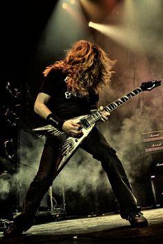 Deviam criar uma guitarra chamada Eternal V pro Mustaine.