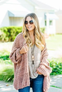Search ID # chunky knit long infinity cowl neck scarf Threads & Trends Accessories Scarves & Wraps Mom Outfits, Fashion Outfits, Fashion Tips, Fashion Trends, Fashion Bloggers, Winter Outfits, Blanket Scarf, Chunky Blanket, Knitted Blankets