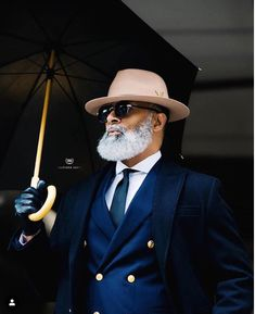 45 Dynamic Black Men Beard Styles 2019 - Fashiondioxide Do you need some inspiration to have that dynamic beard? If yes, then you are at the right place as we have these Dynamic Black Men Beard Styles Sharp Dressed Man, Well Dressed Men, Bart Styles, Black Men Beards, Men In Black, Beard Styles For Men, Double Breasted Blazer, Gentleman Style, Dapper Gentleman