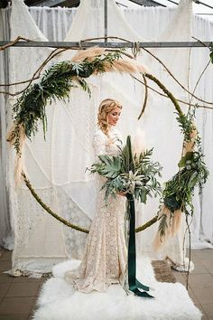 Newest Screen Urban wedding inspiration with a boho feel Ideas Get wedding decor made easy Whenever you organize a wedding , you have to focus on the Budget again Boho Wedding, Floral Wedding, Wedding Ceremony, Wedding Flowers, Wedding Day, Boho Bride, Green Wedding, Trendy Wedding, Wedding Dress