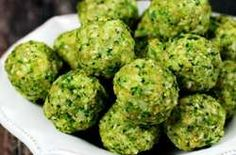 Gluten-Free Vegan Raw No-Cook Broccoli Balls are an easy and healthy recipe to make with only 7 real food ingredients and they're ready in about 10 minutes! { The Healthy Family and Home } Raw Vegan Recipes, Organic Recipes, Snack Recipes, Healthy Recipes, Vegan Raw, Broccoli Balls Recipe, Raw Broccoli, Broccoli Recipes, Clean Eating
