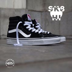 "#vanssk-8 #sk8hi #vansblack #sneakerbaas #baasbovenbaas  Vans Sk-8 Hi ""Black & White"" - The Sk8-Hi was the first skateboard shoe by Vans, with padded-ankle protection and a great looking design one of the best Vans ever.  Now online available 