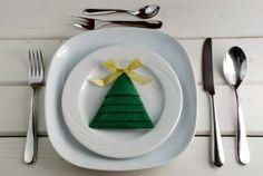 Schön serviert, ist halb gegessen! Servietten falten.  http://barfussimnovember.com