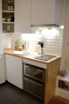 "20 kitchenettes, all mimis and practical! A kitchenette with a credenza ""tiling metro"" Micro Kitchen, Diy Kitchen, Kitchen Dining, Kitchen Decor, Kitchen Cabinets, Kitchen Ideas, Gray Cabinets, Compact Kitchen, Kitchen Inspiration"