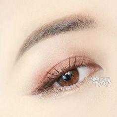 jody_blog on instagram #EyeMakeupBright #EyeMakeupGlitter Korean Makeup Tips, Korean Makeup Look, Korean Makeup Tutorials, Asian Eye Makeup, Monolid Makeup, Makeup Eyeshadow, Beauty Makeup, Dark Circles Makeup, Eyeliner Shapes