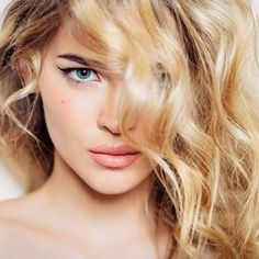 The digital perm for bigger, more voluminous hair, loose beachy wave Bad Hair, Hair Day, Type 2b Hair, Curly Hair Styles, Natural Hair Styles, How To Lighten Hair, Voluminous Hair, Perm, Hair Trends