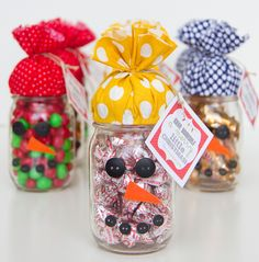 So darn cute! Candy Jar Snowmen are such an easy homemade gift idea that will make anyone smile. Perfect DIY Christmas gift for teachers, neighbors, or friends!