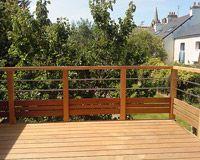 Terrasse bois sur pilotis avec garde corps bois et inox - Rambarde de terrasse en bois ...