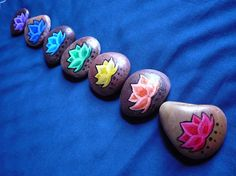Chakra Lotus Stone Set - Inspiration to paint my set of Natural River Stones Pebble Painting, Pebble Art, Stone Painting, Rock Painting, Arte Chakra, Chakra Art, Rock Crafts, Arts And Crafts, Deco Zen