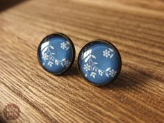 Blue earstuds with a pretty flower print