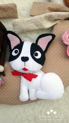 Amor e Arte: Guirlanda Bem Vindos Felted Wool Crafts, Felt Crafts, Christmas Makes, 12 Days Of Christmas, Felt Dogs, Projects To Try, Felt Projects, Felt Ornaments, Needle Felting