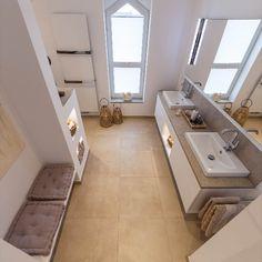 Badezimmer mit großem Doppelwaschtisch, Einbauschränken, LED Beleuchtung, begehbare Dusche Bungalow, Ikea, Sweet Home, Bathtub, Stairs, House Design, Bathroom, Luxury, Interior
