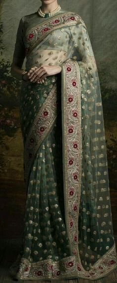 Indian Bridal Lehenga, Indian Sarees, Indian Dresses, Indian Outfits, Pakistani Wedding Outfits, Party Wear Lehenga, Bollywood Fashion, Bollywood Saree, Indian Attire