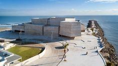 Monolithic board-marked concrete volumes make up this seaside concert hall, built by Rojkind Arquitectos for the philharmonic orchestra of Mexican city Boca del Rio. World Architecture Festival, Garden Architecture, Beautiful Architecture, Beautiful Buildings, Concrete Architecture, Modern Architecture, Interior And Exterior Angles, Gulf Of Mexico, New City