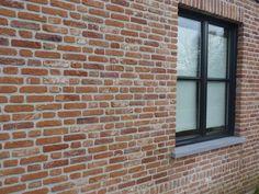 Nieuwe verbeterde oude paapsteen K107, wildverband en zwarte ramen