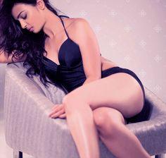Radhika Apte's thigh show