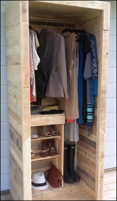 Organize Your Everyday Clothing, Shoes and Bags by Building a Pallet Wardrobe!