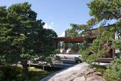 NATURGITT. Hytta i Portør går i ett med naturen. Materialet er glass og furu. Arkitekt Marianne Borge.