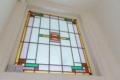Jaren30woningen.nl | Glas in lood uit de #jaren30 Stained Glass Projects, Stained Glass Art, Stained Glass Windows, Mosaic Glass, Woodworking, Mirror, Interior, Tiffany, Toilet