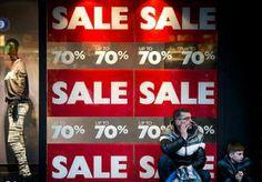 27-May-2014 8:03 - 'WINKELIERS WILLEN REM OP UITVERKOOP'. De constante uitverkoop in de kledingbranche is volledig doorgeschoten en moet stoppen, vinden winkeliers. 'Het is tegenwoordig zo dat de...