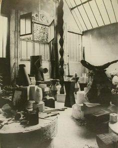 Brancusi atelier c. 1925