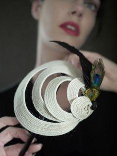 Cream Felt Headband with Peacock Feathers Helix por pookaqueen Felt Headband, Fascinator Headband, Fascinator Hairstyles, Dress Hairstyles, Fascinators, Peacock Feathers, Peacock Colors, African Bridesmaid Dresses, Hat Crafts