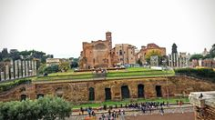 Na Janelinha para ver tudo: Templo de Vênus e Roma,  em frente ao Coliseu