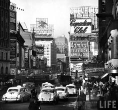 http://theworldofphotographers.files.wordpress.com/2012/12/andreas-feininger-nyc-signs.jpg