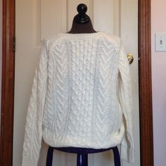 Cream Cable Knit Sweater Cream colored cable knit sweater. Very cozy and warm for winter! 85% acrylic and 15% wool. Size small from forever 21. Forever 21 Sweaters Crew & Scoop Necks